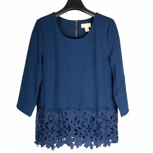 Lucy & Laurel blue tunic top with lace hem